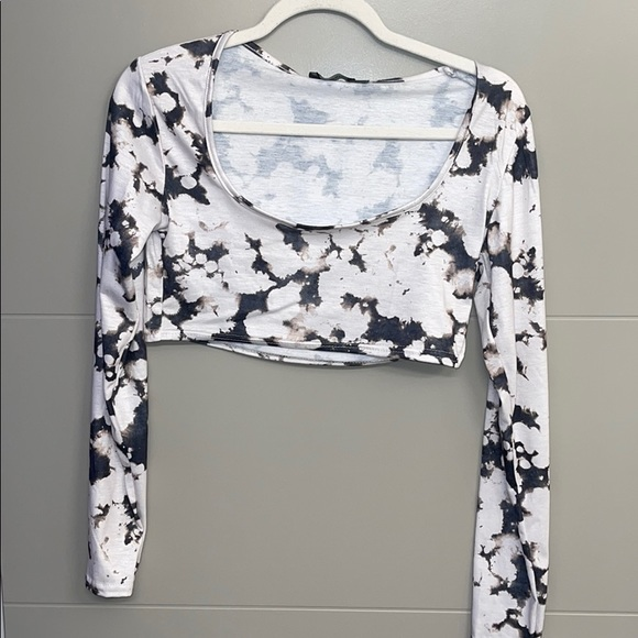 NEW WITH TAGS Pretty Little Thing tie dye crop top